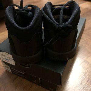 Jordan Shoes - Jordan Deluxe BT all black sz 6. Brand new w box
